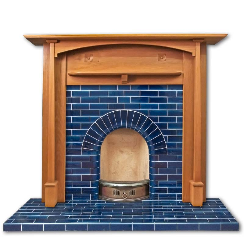 The Edwardian arch fireplace first became popular around 1905 and was still a popular design of fireplace insert throughout the 1920s and 1930s. The fireplace main body is made of brick-like cross bonded tiles and has a simple arched fireplace opening. Th
